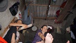 Nỗi khốn khổ ngày đi 'lánh nạn', tối đổ nước ngủ tránh nóng 40 độ của những lao động trong khu 'ổ chuột' ở Hà Nội