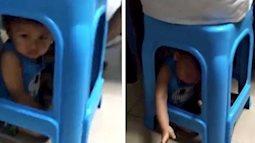 Bà mẹ Trung Quốc nhốt con dưới gầm ghế để rảnh tay đánh bạc