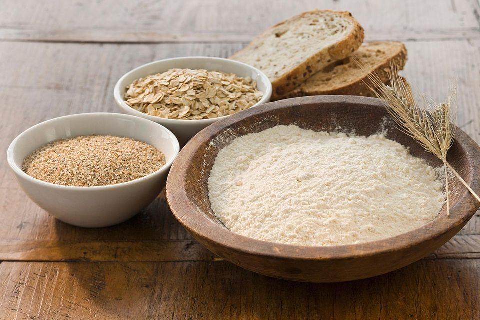 Bột mì tinh chế là thành phần chính của các loại bánh mì và bánh ngọt hình ảnh