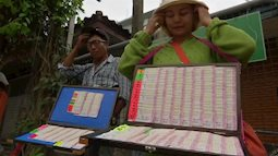 Người Thái mê tín lấy những con số về đội bóng nhí bị mắc kẹt để... đánh xổ số