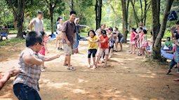 Cha mẹ nên làm gì khi con đi dã ngoại như đội bóng đá nhí Thái Lan