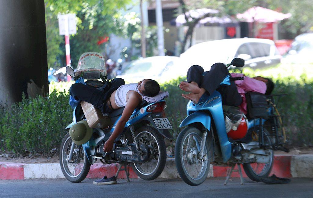 Thời tiết 20/8: Hà Nội chuyển nắng nóng, Sài Gòn mưa dông