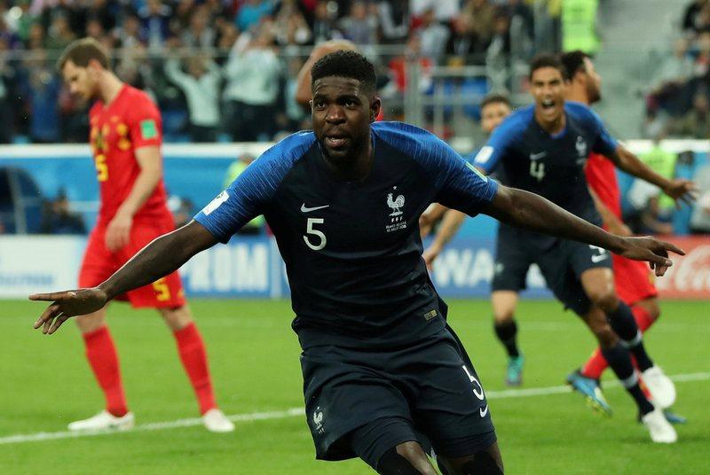 Gà trống  gáy vang, Pháp hiên ngang tiến vào chung kết