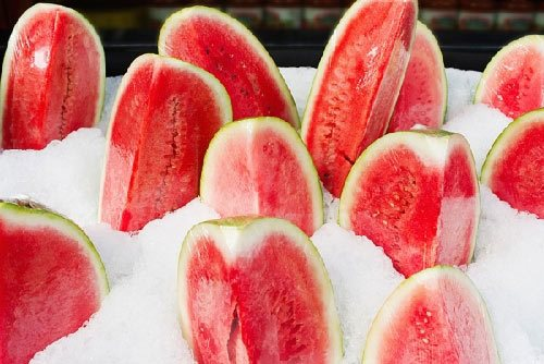 Không nên ăn nhiều dưa hấu ướp lạnh vào mùa hè hình ảnh