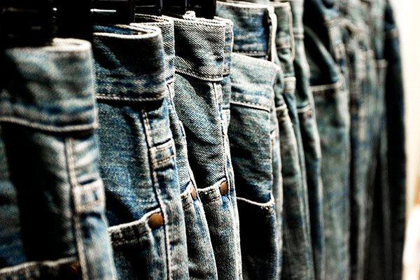 Các chất hóa học trên quần áo mới cũng rất nguy hiểm hình ảnh