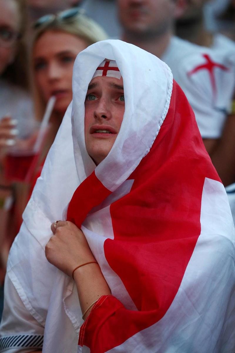 Thua cay đắng Croatia, Fan Anh đau đớn bật khóc nức nở - ảnh 18