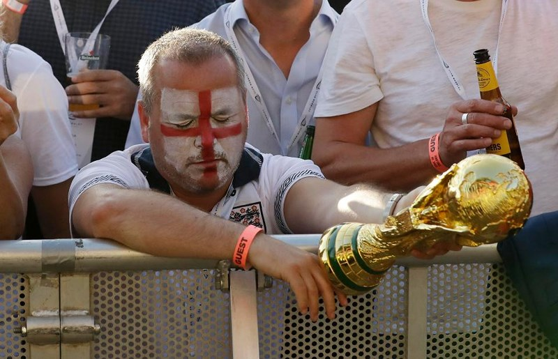 Thua cay đắng Croatia, Fan Anh đau đớn bật khóc nức nở - ảnh 14