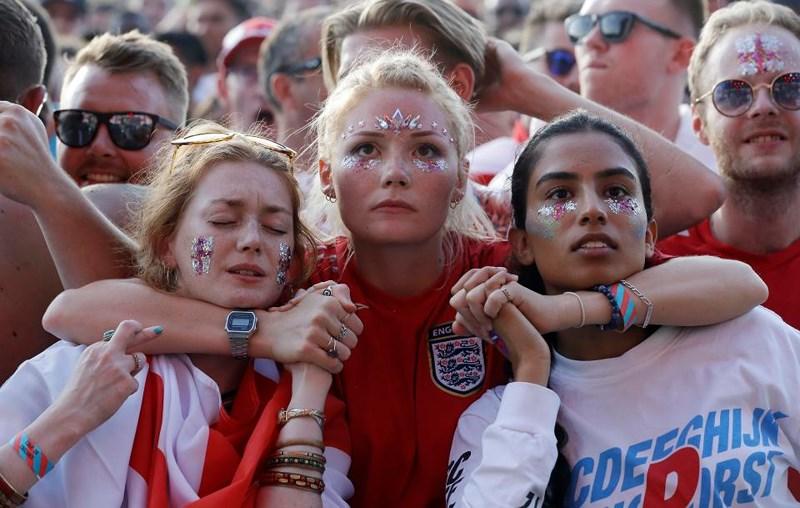 Thua cay đắng Croatia, Fan Anh đau đớn bật khóc nức nở - ảnh 15