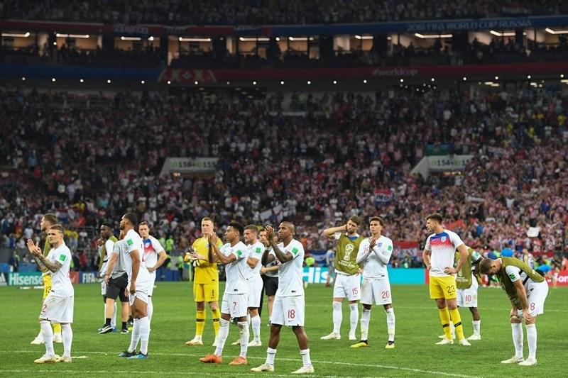 Thua cay đắng Croatia, Fan Anh đau đớn bật khóc nức nở - ảnh 1
