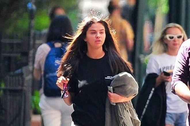 Bộ dạng Selena sau tin Justin đính hôn Hailey - Ảnh 3.