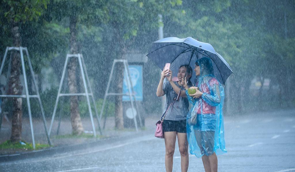 Thời tiết 14/7: Cuối tuần thời tiết mát mẻ, Hà Nội và Sài Gòn mưa dông