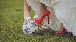 Đam mê với  World Cup đến mức hoãn cưới như các cổ động viên Nga