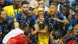 ẢNH ĐẸP: Đội tuyển Pháp đội mưa nâng cúp vàng World Cup 2018