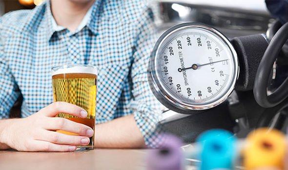 Người huyết áp cao uống rượu bia như thế nào để an toàn