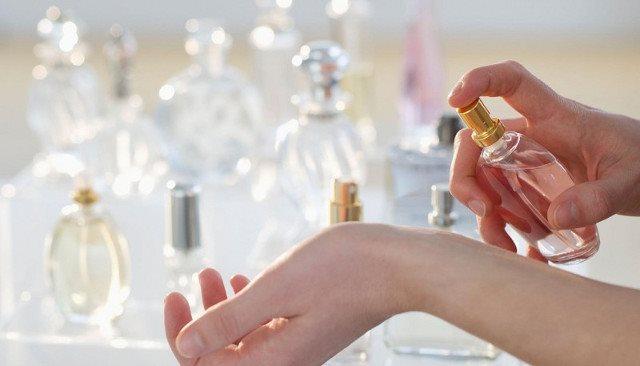 Sử dụng nước hoa và hộp nhựa có thể gây ảnh hưởng đến sự phát triển của thai nhi hình ảnh