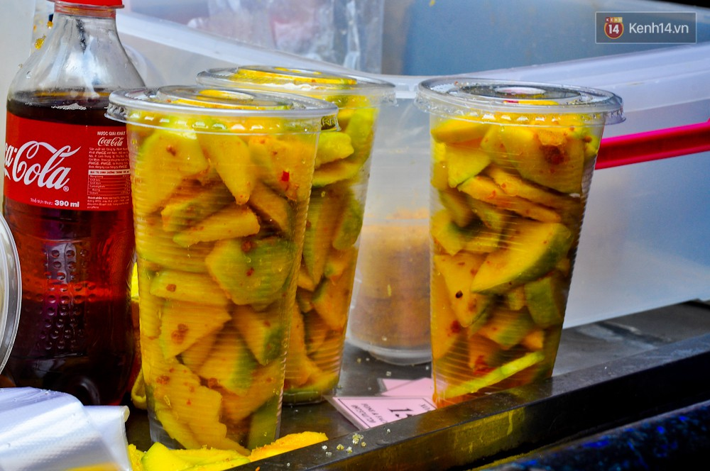 Những món ăn vặt Sài Gòn cứ lắc, trộn là khiến người ta chảy nước miếng - Ảnh 6.