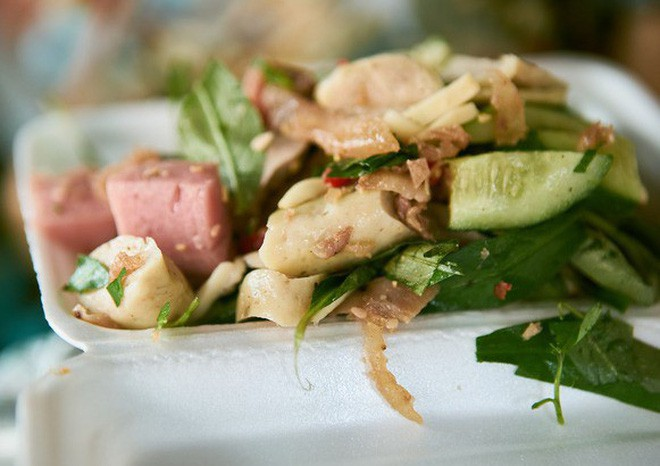 Những món ăn vặt Sài Gòn cứ lắc, trộn là khiến người ta chảy nước miếng - Ảnh 1.