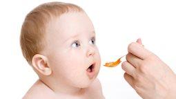 Sai lầm chết người không phải mẹ nào cũng biết khi dùng mật ong trị tưa lưỡi, ho ở trẻ sơ sinh