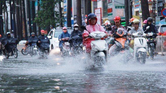 Thời tiết 19/7: Bão số 3 suy yếu thành áp thấp nhiệt đới, Bắc Trung Bộ mưa lớn