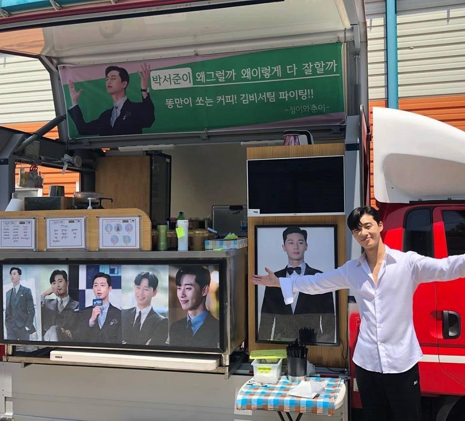 Gửi cả xe đồ ăn đến phim trường 'Thư ký Kim sao thế' của fan Park Seo Joon