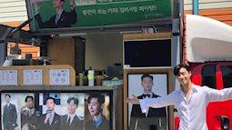 """Từ những xe đồ ăn được gửi đến phim trường """"Thư ký Kim sao thế"""" của fan Park Seo Joon, bạn có biết vì sao lại là đồ ăn không?"""