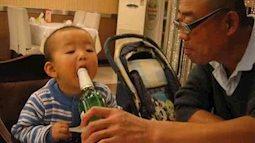 Thói quen cho cháu uống thử rượu bia, cần bỏ ngay nếu không sẽ nguy hại