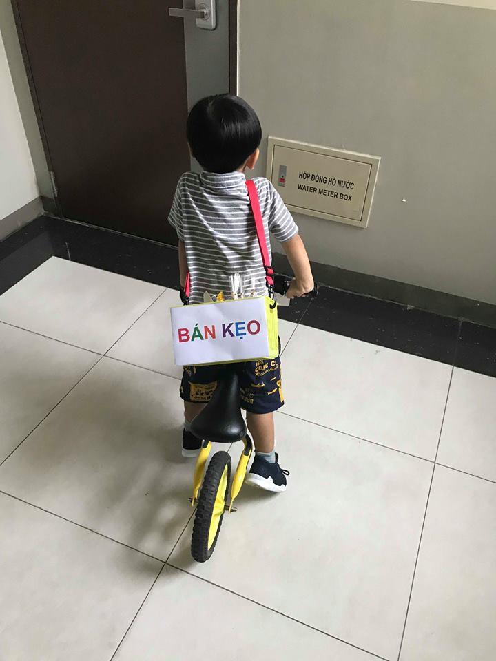 Lãi 178 nghìn đồng sau 2 buổi đi bán kẹo, cậu bé 4 tuổi ở Hà Nội học được nhiều điều nhờ cách dạy con kiếm tiền của mẹ - Ảnh 5.