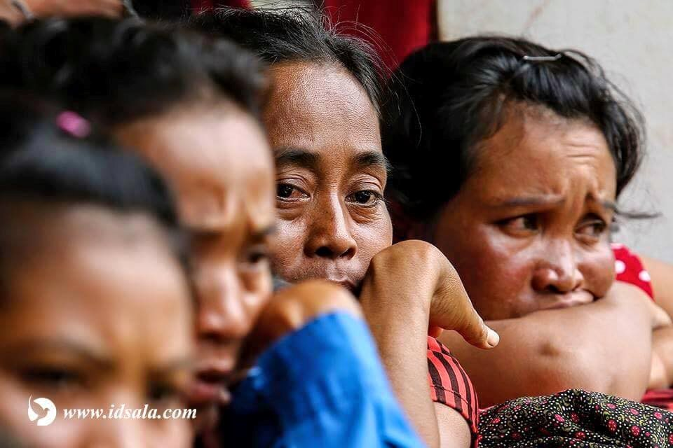 Chùm ảnh chân thực ghi lại cảnh giải cứu người dân trong thảm họa vỡ đập thủy điện