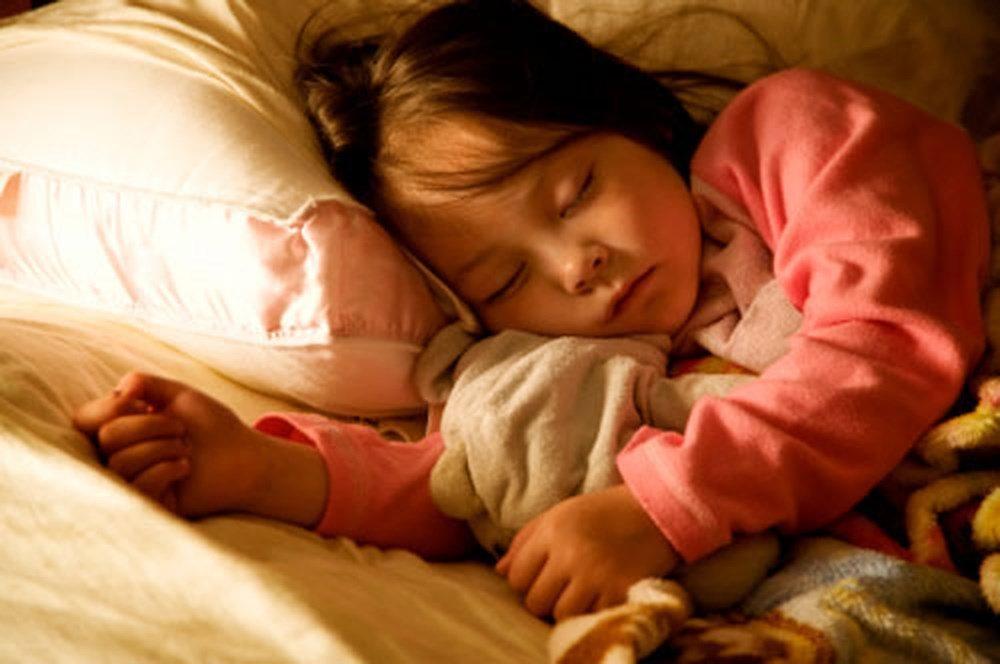 Thời điểm thích hợp nhất để tách trẻ ngủ riêng là khi nào?
