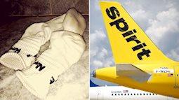 Tất thối khiến máy bay phải hạ cánh khẩn cấp, hành khách nhập viện vì nghi hít phải khí độc