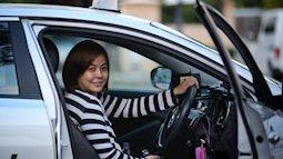 Để có tiền nuôi con, bà mẹ đơn thân trở thành một tài xế taxi