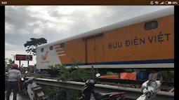 Tàu hỏa va chạm với xe con khiến 4 người thương vong