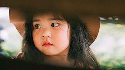Loạt ảnh đáng yêu tới tan chả của cô bé từng bị mẹ chụp ảnh 'dìm hàng'