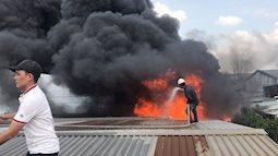 Khói đen bao trùm, đám cháy bùng lớn tại khu công nghiệp ở Sài Gòn