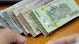Vợ tịch thu hết lương, phát cho chồng 500k/ngày để tiêu khiến hội chị em ngao ngán