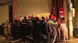 5 người bị mắc kẹt trong căn nhà cháy dữ dội