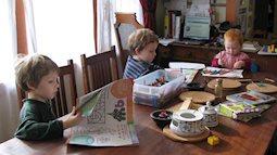 Trước khi quyết định dạy con kiểu Home School hay không, hãy đọc câu chuyện của người mẹ có 9 năm dạy con tại nhà này