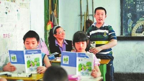 Chị Pang cùng con đến lớp hơn 10 năm để giúp con học tập, hòa nhập bạn bè