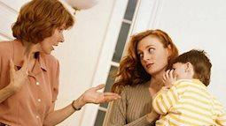 Vấn đề muôn thuở: Mẹ chồng nàng dâu mâu thuẫn bất đồng việc chăm cháu