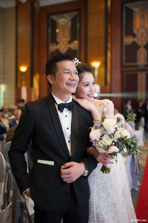 Và người phụ nữ mà anh nắm tay về chung một nhà chính là Nguyễn Thu Trang. Cô gái xinh đẹp sinh năm 1988 này từng đoạt giải Á hậu 1 chung cuộc tại cuộc thi Hoa hậu Việt Nam tại Séc.Ảnh: Trần Việt Thụy.