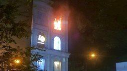 Sài gòn: Diamond Plaza bốc cháy giữa đêm