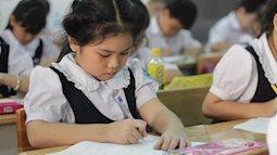 Con vào lớp 1: Luyện viết chữ đẹp- cần thiết hay… vô bổ?