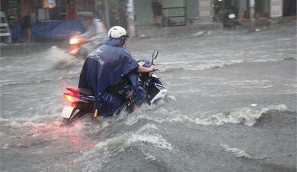 Thời tiết 14/8: Tâm bão số 4 hướng thẳng vùng biển Quảng Ninh - Nam Định, chiều tối nay Bắc Bộ bắt đầu có mưa