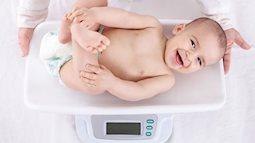 Cân nặng trẻ sơ sinh vượt quá chuẩn có là điều tốt cho bé?