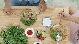 Thường xuyên ăn mì tôm, bạn có biết để đủ dinh dưỡng bạn cần ăn kèm với gì?