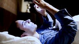 Sự nguy hiểm của ánh sáng xanh từ màn hình điện thoại