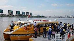 Ngắm Sài Gòn từ ô cửa xe bus trên sông