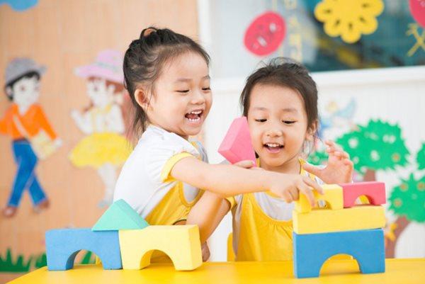 Nguyên tắc khi mua đồ chơi cho con cha mẹ cần biết