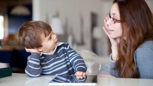Không phải cứ đủ tháng là trẻ biết nói, đây là thời điểm vàng để dạy bé điều này