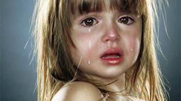 Bé gái hai tuổi nổi giận vì không muốn có em trai